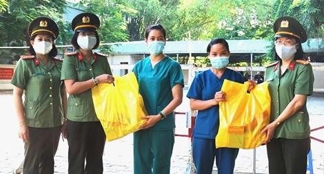 Phụ nữ Công an TP Đà Nẵng với những hoạt động nghĩa tình
