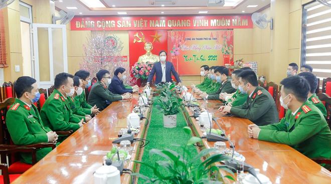 Bí thư Tỉnh ủy đến thăm, chúc Tết Công an TP Hà Tĩnh
