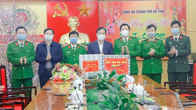 Bí thư Tỉnh ủy đến thăm, chúc Tết Công an TP Hà Tĩnh - Ảnh minh hoạ 2