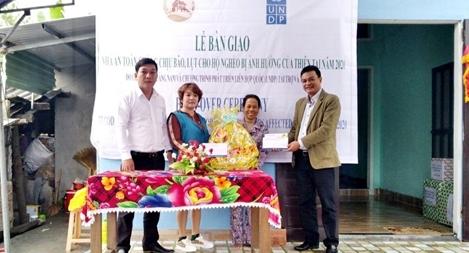 Bàn giao nhà an toàn chống chịu bão, lụt cho hộ nghèo Quảng Nam