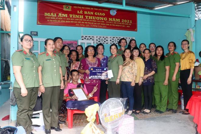 """Bàn giao """"Mái ấm tình thương"""" cho phụ nữ Khmer nghèo hoàn cảnh khó khăn"""