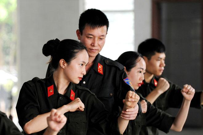 Nữ tân binh Công an miệt mài trên sân tập - Ảnh minh hoạ 3