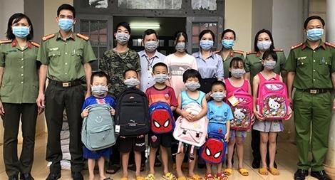 Công an tỉnh Đắk Nông tổ chức thăm, tặng quà các cháu thiếu nhi có hoàn cảnh đặc biệt