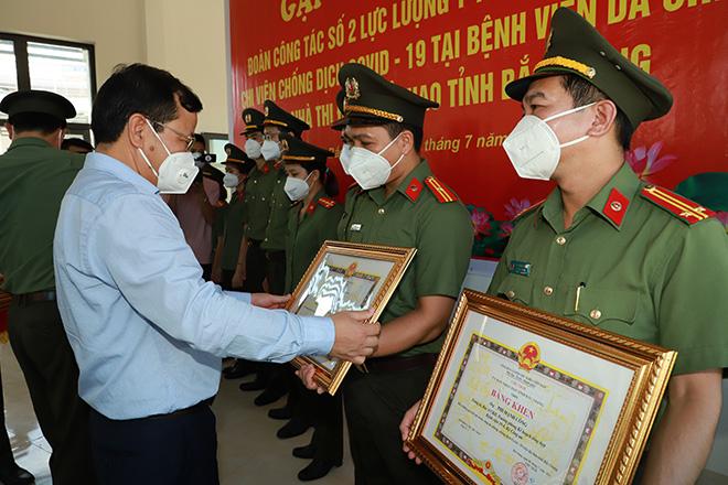 Bắc Giang chia tay Đoàn y, bác sĩ Bệnh viện 198 và viện Y học cổ truyền Bộ Công an - Ảnh minh hoạ 2