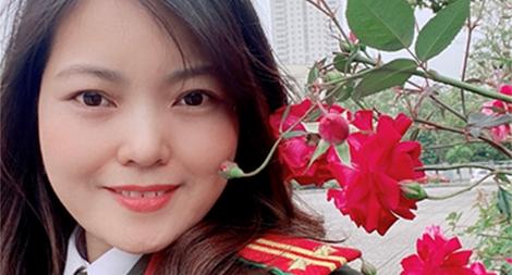 """Trung tá Đoàn Thị Phương Nhung: """"Xin đừng gọi tôi là nhà văn"""""""