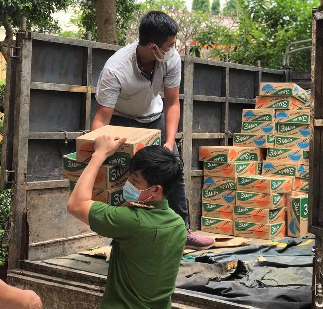 Hỗ trợ lương thực, thực phẩm cho người dân tại các khu phong tỏa, cách ly y tế