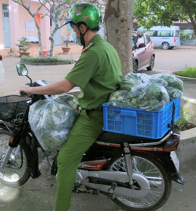 Hỗ trợ lương thực, thực phẩm cho người dân tại các khu phong tỏa, cách ly y tế - Ảnh minh hoạ 2