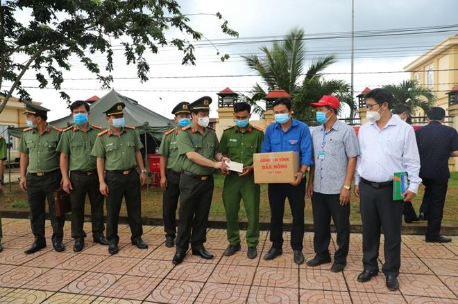 Động viên lực lượng tuyến đầu chống dịch ở Đắk Nông