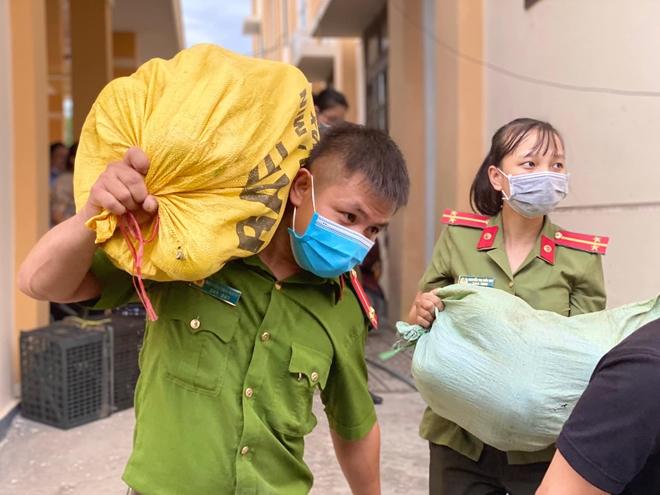 Quyên góp gần 30 tấn hàng giúp TP Hồ Chí Minh chống dịch - Ảnh minh hoạ 2