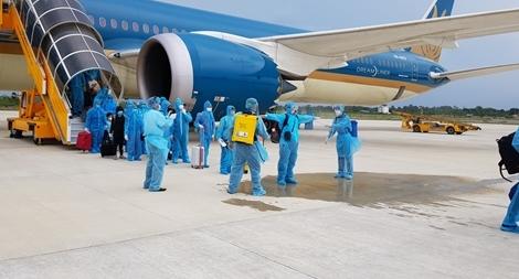 Đưa hơn 340 công dân Việt Nam về từ Singapore