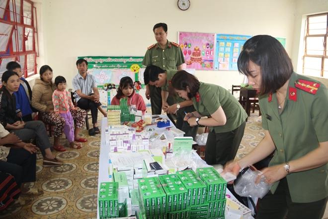 Bệnh viện 199 khám và cấp phát thuốc cho người dân Hòa Phú - Ảnh minh hoạ 7