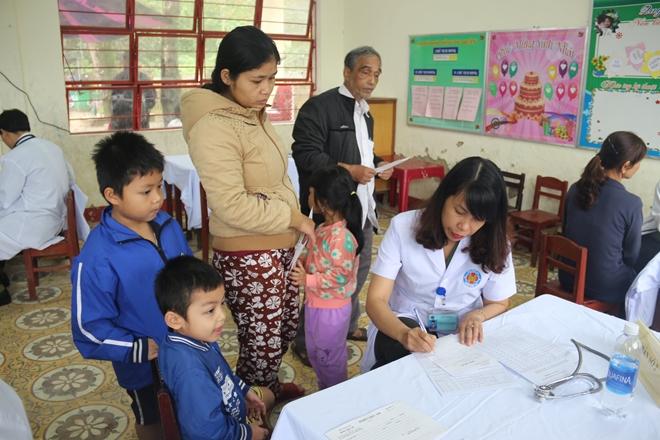 Bệnh viện 199 khám và cấp phát thuốc cho người dân Hòa Phú - Ảnh minh hoạ 6