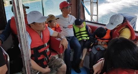 Sẽ xử phạt, cấm xuất bến đối với tàu cao tốc nhồi khách tại Cù Lao Chàm1
