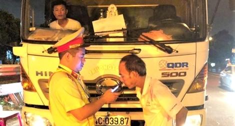 CSGT Công an TP Đà Nẵng ra quân đảm bảo TTATGT