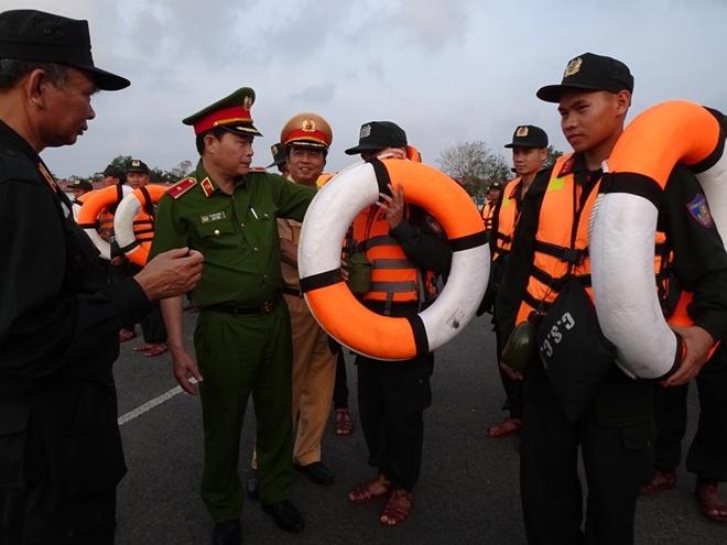Thứ trưởng Lê Quốc Hùng đốc thúc công tác tìm kiếm nạn nhân mất tích ở Quảng Nam - Ảnh minh hoạ 7