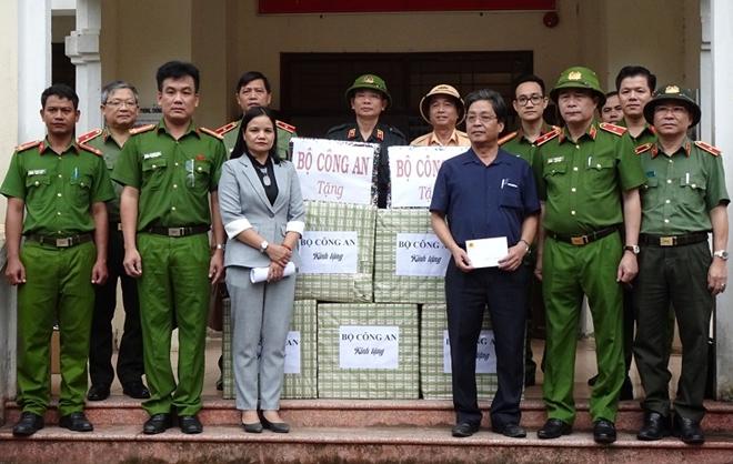 Thứ trưởng Lê Quốc Hùng đốc thúc công tác tìm kiếm nạn nhân mất tích ở Quảng Nam - Ảnh minh hoạ 3