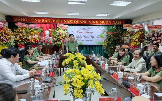 Thứ trưởng Nguyễn Văn Sơn chúc mừng Ngày Thầy thuốc Việt Nam tại Bệnh viện 199 - Ảnh minh hoạ 2