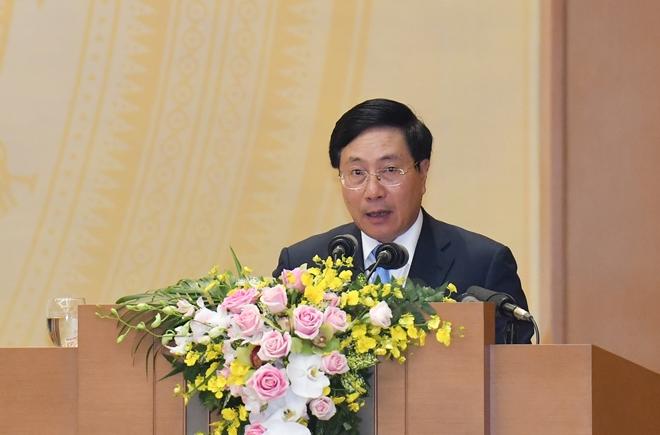 Phó Thủ tướng Phạm Bình Minh trình bày báo cáo