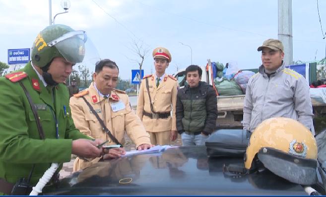 Nhặt được 50 triệu ngày cuối năm, CSGT Bắc Giang tìm người đánh mất