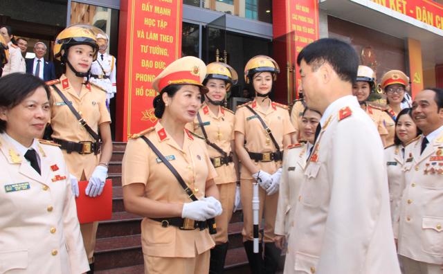 Ấn tượng nữ CSGT dẫn đoàn phục vụ ĐHĐB Công an Trung ương - Ảnh minh hoạ 2