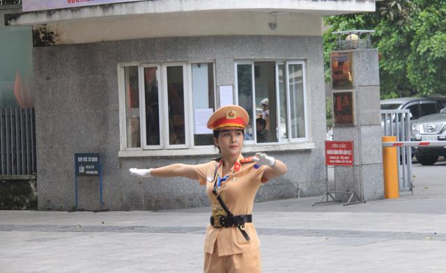 Ấn tượng nữ CSGT dẫn đoàn phục vụ ĐHĐB Công an Trung ương - Ảnh minh hoạ 4