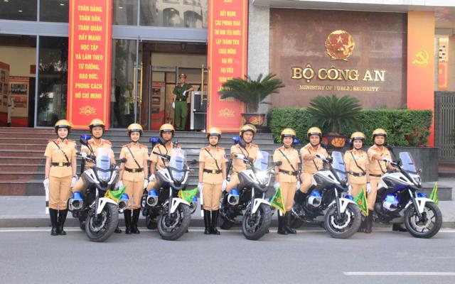 Ấn tượng nữ CSGT dẫn đoàn phục vụ ĐHĐB Công an Trung ương - Ảnh minh hoạ 8