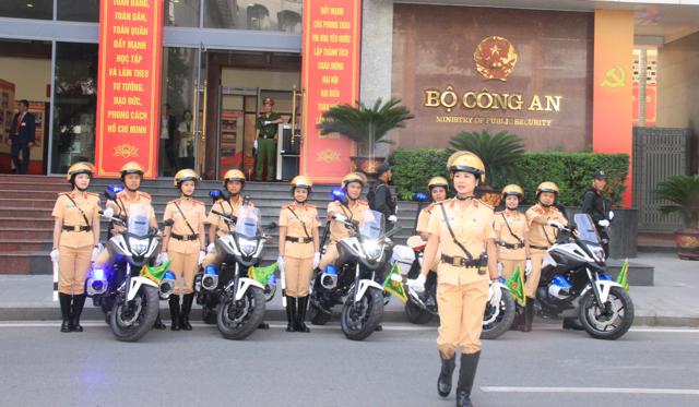Ấn tượng nữ CSGT dẫn đoàn phục vụ ĐHĐB Công an Trung ương - Ảnh minh hoạ 9