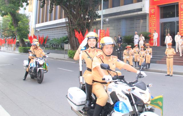 Ấn tượng nữ CSGT dẫn đoàn phục vụ ĐHĐB Công an Trung ương - Ảnh minh hoạ 5