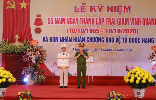 Trại giam Vĩnh Quang đón nhận Huân chương Bảo vệ Tổ quốc hạng Nhì - Ảnh minh hoạ 5