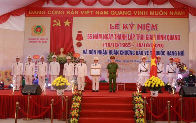 Trại giam Vĩnh Quang đón nhận Huân chương Bảo vệ Tổ quốc hạng Nhì - Ảnh minh hoạ 4
