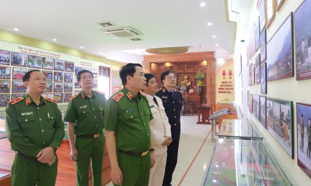 Trại giam Vĩnh Quang đón nhận Huân chương Bảo vệ Tổ quốc hạng Nhì - Ảnh minh hoạ 2