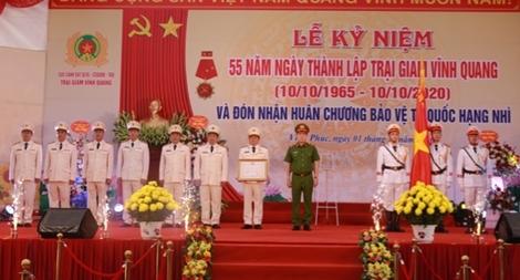 Trại giam Vĩnh Quang đón nhận Huân chương Bảo vệ Tổ quốc hạng Nhì