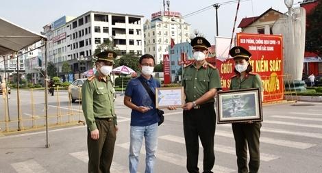 Những khoảnh khắc không quên giữa tâm dịch Bắc Giang