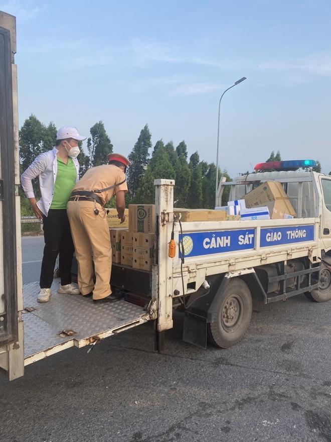 CSGT Bắc Giang: Đội nắng, vượt mưa vừa chống dịch vừa bảo đảm ATGT - Ảnh minh hoạ 3