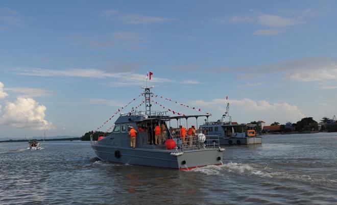 Bàn giao tàu cho Cảnh sát đường thuỷ Việt Nam