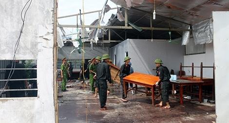 Lực lượng Công an giúp dân khắc phục hậu quả bão số 10