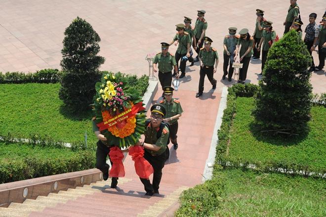 Báo CAND tri ân các liệt sĩ trong hành trình về nguồn tại Quảng Trị 1 - Ảnh minh hoạ 19