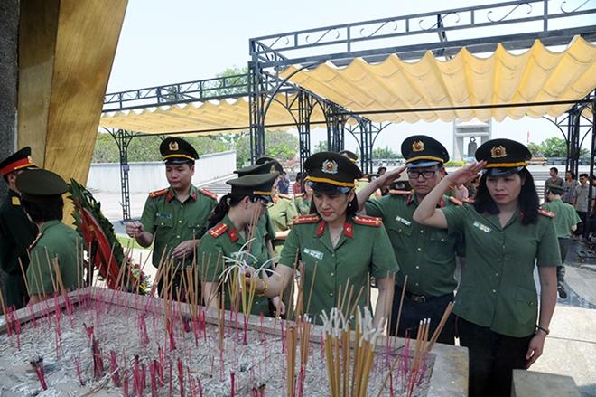 Báo CAND tri ân các liệt sĩ trong hành trình về nguồn tại Quảng Trị 1 - Ảnh minh hoạ 17