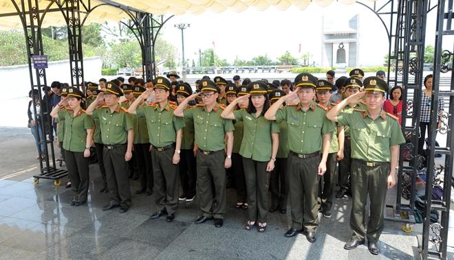 Báo CAND tri ân các liệt sĩ trong hành trình về nguồn tại Quảng Trị 1 - Ảnh minh hoạ 13