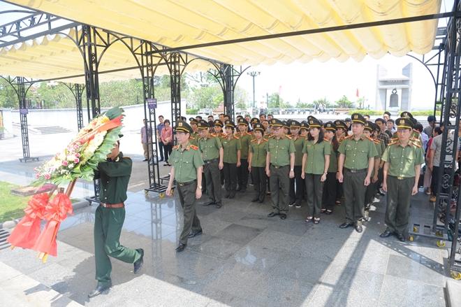 Báo CAND tri ân các liệt sĩ trong hành trình về nguồn tại Quảng Trị 1 - Ảnh minh hoạ 11