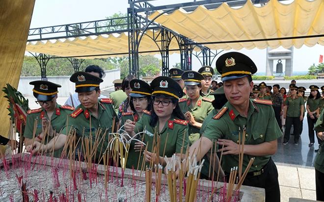 Báo CAND tri ân các liệt sĩ trong hành trình về nguồn tại Quảng Trị 1 - Ảnh minh hoạ 16
