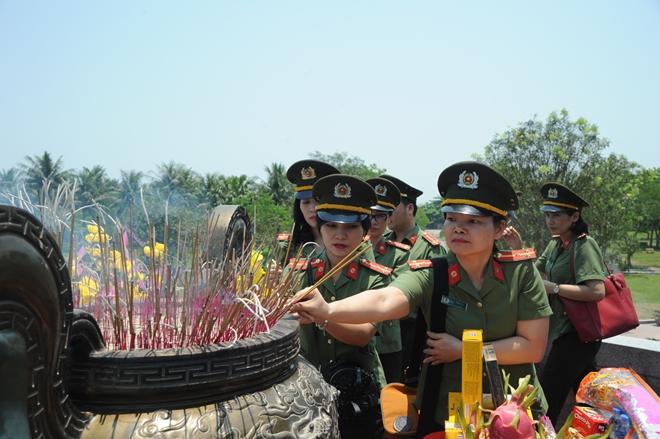 Báo CAND tri ân các liệt sĩ trong hành trình về nguồn tại Quảng Trị 1 - Ảnh minh hoạ 22