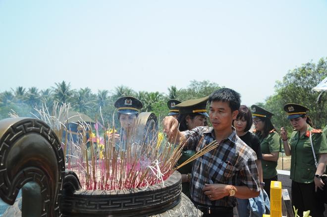 Báo CAND tri ân các liệt sĩ trong hành trình về nguồn tại Quảng Trị 1 - Ảnh minh hoạ 23