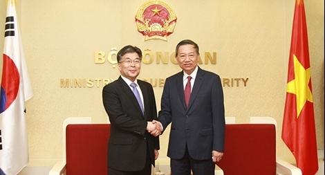 Bộ trưởng Tô Lâm tiếp Phó Tư lệnh Cơ quan CSQG Hàn Quốc