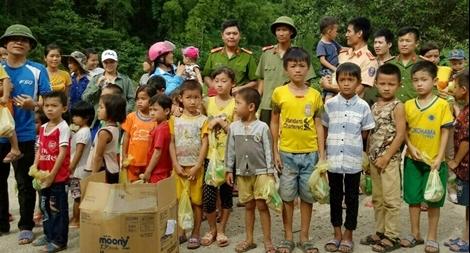 Công an giúp dân khắc phục hậu quả mưa lũ, tổ chức Lễ khai giảng năm học mới