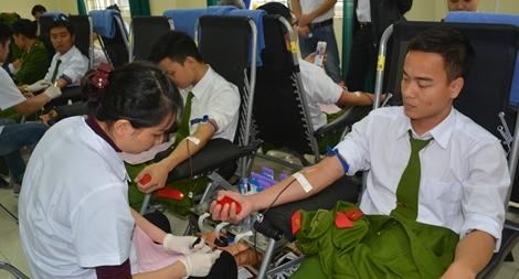 Trường đại học PCCC hiến máu tình nguyện vì đồng đội thân yêu