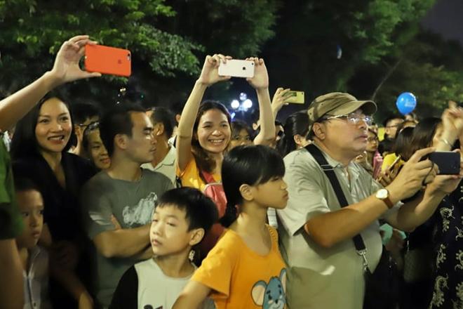 Những hành khúc Công an bên Hồ Gươm khiến du khách ngạc nhiên thán phục - Ảnh minh hoạ 7