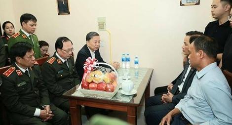 Bộ trưởng Tô Lâm thăm, động viên gia đình CBCS hi sinh tại Đồng Tâm