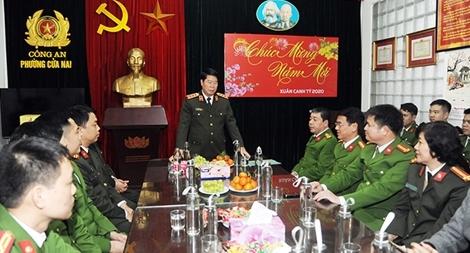 Thứ trưởng Bùi Văn Nam kiểm tra công tác tại Công an phường Cửa Nam