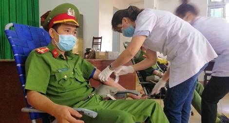 Hơn 350 cán bộ, chiến sỹ Công an Đắk Lắk tham gia hiến máu